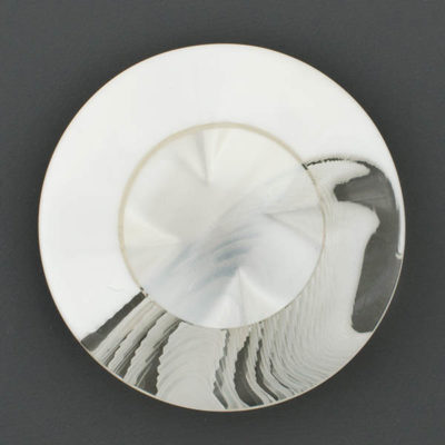 Guzik ozdobny akrylowy biało-przeźroczysty śr. 38 mm