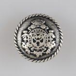 Guzik z ozdobnym ukwieconym herbem w koronie, srebrno-czarny, śr. 18 mm