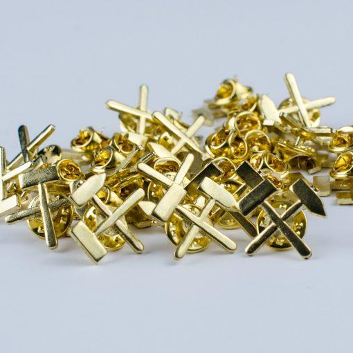 Przypinka górnicza złota skrzyżowane młotki na pin