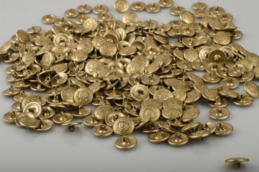 Guzik z herbem w koronie i z podkową kolor jasny złoty / miedź śr. 16 mm