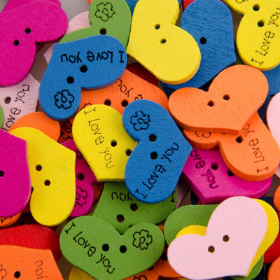 Guzik drewniany serce 2 dziurki 7 kolorów MIX