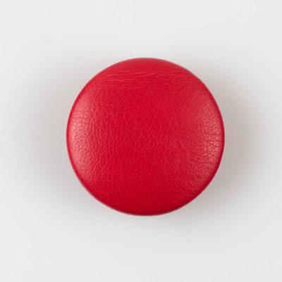 Guzik czerwony obciągany skórą cielęcą 38 mm