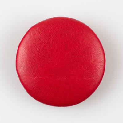 Guzik czerwony obciągany skórą cielęcą 50 mm