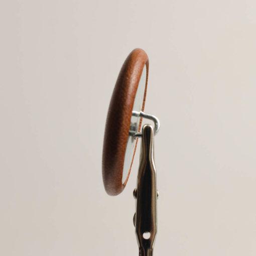 Guzik jasno brązowy obciągany skórą cielęcą 38 mm