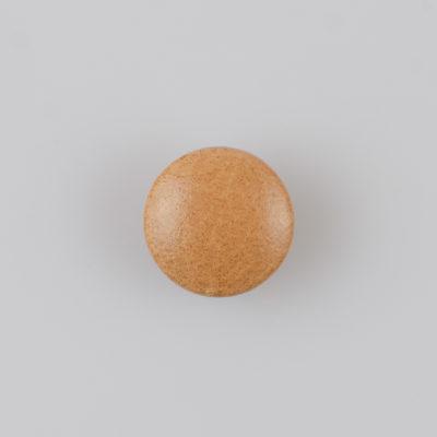 Guzik obciągany sztuczną skórą w kolorze beżowym, śr. 18 mm