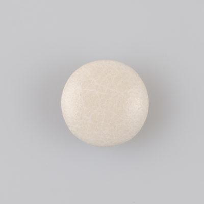 Guzik obciągany sztuczną skórą w kolorze popielatym, śr. 21 mm