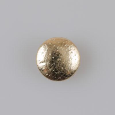 Guzik obciągany sztuczną skórą w kolorze złotym, śr. 18 mm (Defekt)
