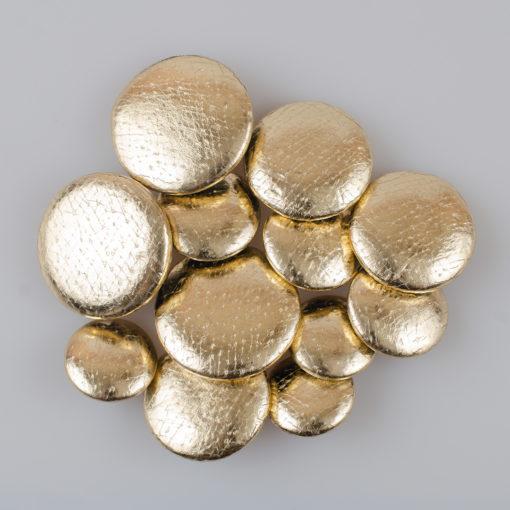 Guzik obciągany sztuczną skórą w kolorze złotym śr. 28 mm Guzik obciągany sztuczną skórą w kolorze złotym (Defekt)