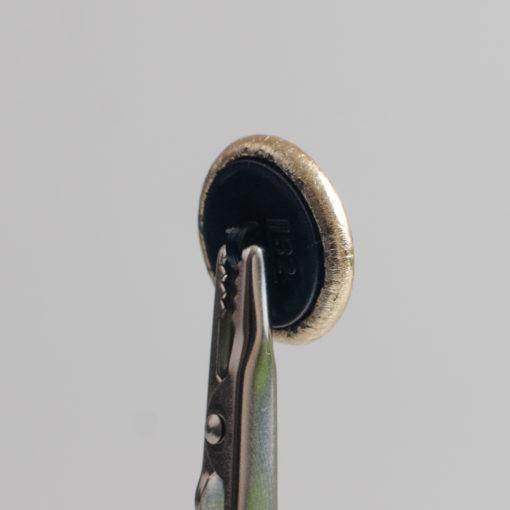 Guzik obciągany sztuczną skórą w kolorze złotym, śr. 20 mm (Defekt)