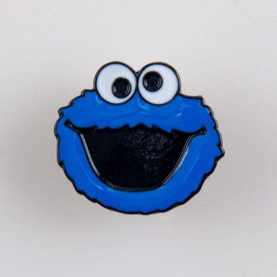 Ciasteczkowy Potwór (Cookie Monster) znaczek na pin/ szpilkę kolor niebiesko/ czarny