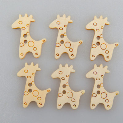 Guzik drewniany Żyrafa 2 dziurki DYI