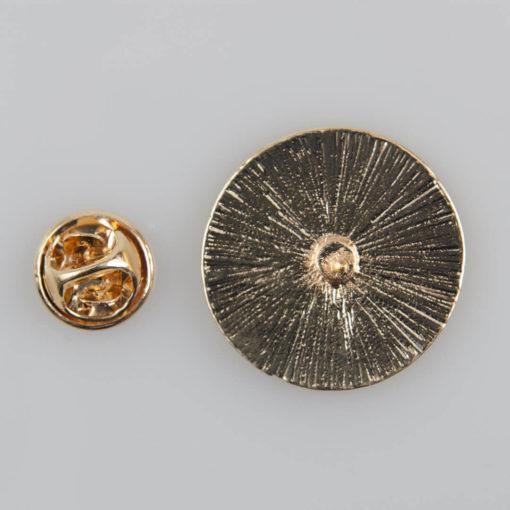 Yin i Yang znaczek na pin/ szpilkę, metal kolor biały/ czarny emalia