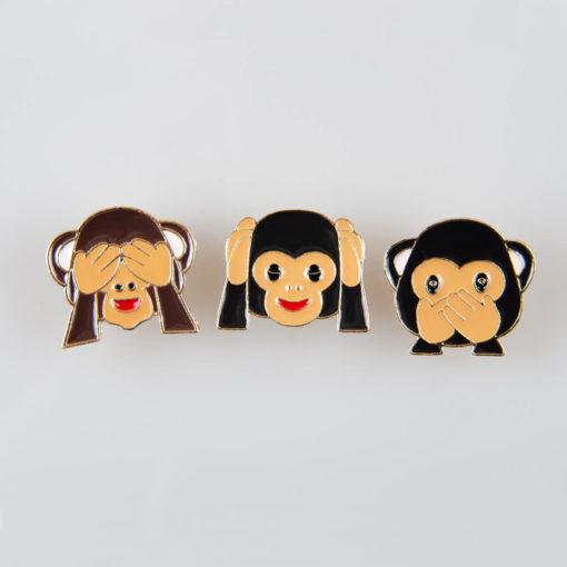 Trzy mądre małpy znaczek pin, metal kolor złoty/ kolorowa emalia, roz. 25 x 25 mm, 3 sztuki