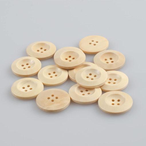 Guzik drewniany z płaskim rantem 5.8 mm, 4 dziurki, śr. 25 mm, kolor jasny beż / ecru