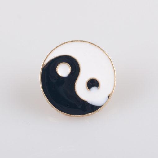 Yin i Yang znaczek na pin/ szpilkę, metal kolor biały/ czarny emalia (Defekt)